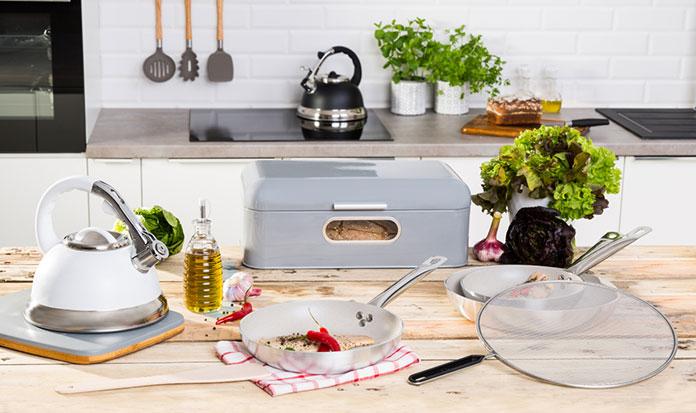 5 niezbędnych akcesoriów które musisz mieć w swojej szafce kuchennej